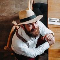 Une barbe + un chapeau + un bracelet = du style . Avec @danielhorvathofficial . . . . #bloggeur #budapest #homme #hongrois #men #hungary