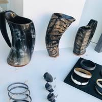Nouveautés de novembre, des mugs ou choppes en corne. Pour une idée de cadeau pour un viking moderne ! Mais pas que on les vends aussi comme vase...et oui 😊 à partir de 69€ -89€-119€  Déjà sur le site mais surtout en précommande par MP et possibilité click and collect sur la région lilloise !  . . . #mug #mugs #choppe #choppe #choppeabiere #biere #vin #vase #vases #deco #decorationinterieure #decoration
