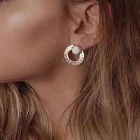 // AIMER D'AMOUR // comme un soleil d'hiver . Un concept original aux oreilles ? Des boucles d'oreilles interchangeables en plaqué or . Alors vous choisissez avec ou sans la pastille ? ✨
