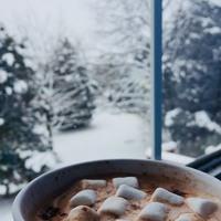 // Calme //  En ce début d'année il faut savoir profitez des moments de calme pour mieux se retrouver.  Réouverture de la boutique le 12 janvier. . . . #vacances #holidays #calm #calme #chocolatchaud #neige #montage #savoie
